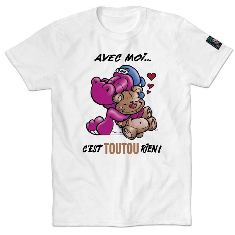 Avec moi… c'est toutou rien!, l'un des produits les plus populaires d'Humeur Design. Les t-shirts sont offerts aucoût de 34,99$ (prix de lancement:29,99$).