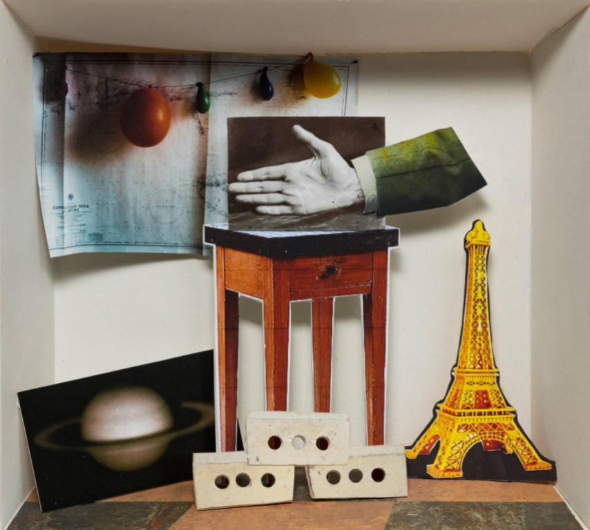 Mélies, 2019, David Elliott, collage avec papier imprimé, carton, cartonmousse, bois et acrylique, 24 cm x 24 cm.