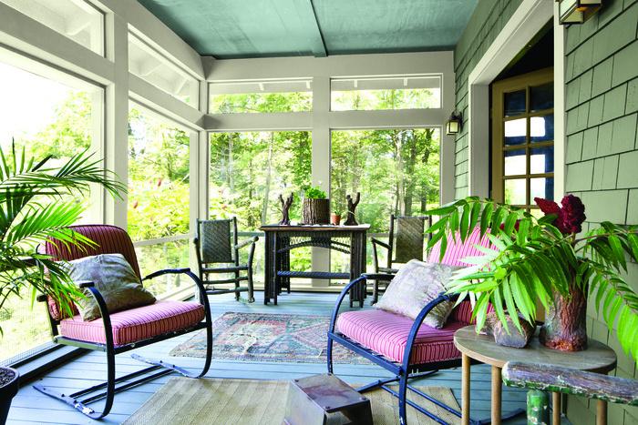 Beaucoup osent la couleur, autant au sol qu'au plafond. Les accessoires mettent en valeur les teintes choisies.