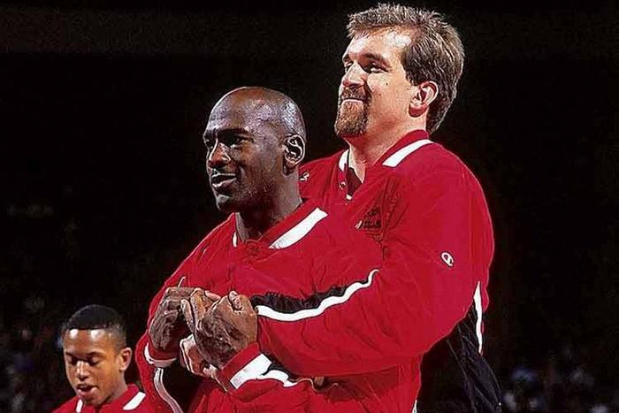 Michael Jordan et Bill Wennington ont été coéquipiers chezlesBulls de Chicago durant quatresaisons.