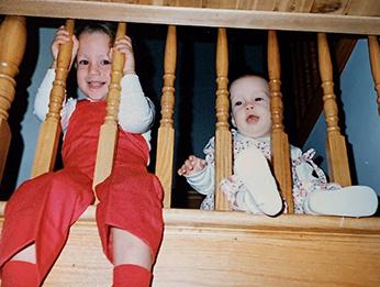 Du palier de l'escalier, Élise et Sophie Boyer avaient une vue directe sur la cuisine. Elles s'y installaient lorsqu'elles ne voulaient pas dormir. De leur poste, dans le temps des Fêtes, elles pouvaient voir leur mère emballer des cadeaux…