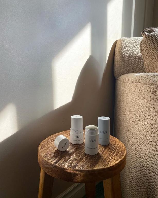 Établie à Vancouver, l'entreprise Nala Care offre des déodorants naturels et sans aluminium de qualité et efficaces. Prix: 29$ chacun, offert dans la boutique en ligne de Beauties Lab.