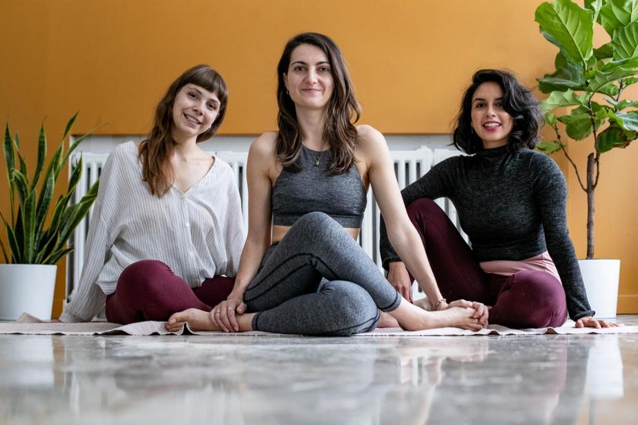 La fondatrice de Louvgang, Emmanuelle Michaud (au centre), entourée d'Océanne Boyte, massothérapeute et professeure de yoga (à gauche) et de Vayu Saravia, professeure de yoga (à droite)