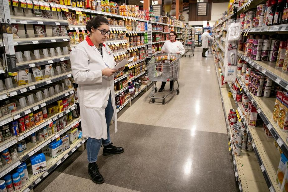 Avant la crise, le supermarché gérait en moyenne de 50 à 70commandes en ligne ou par téléphone par jour. Le samedi, ce nombre pouvait monter à 100.