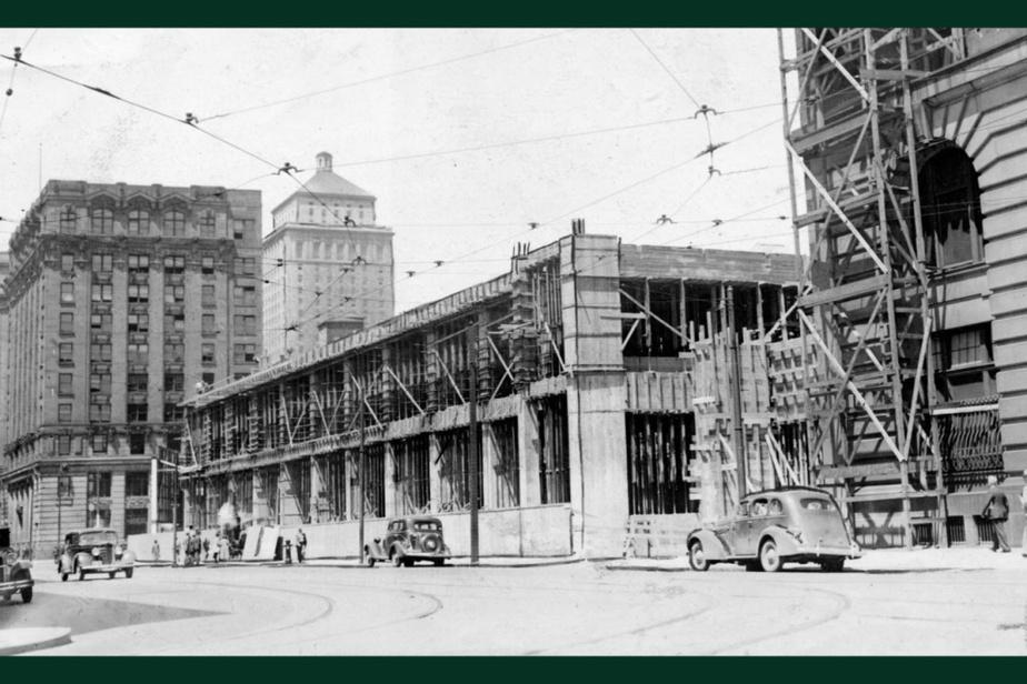 AVANT : Les travaux d'agrandissement de l'Édifice des Douanes du Canada vont bon train en ce 7 juin 1935, rue McGill, dans le Vieux-Montréal.