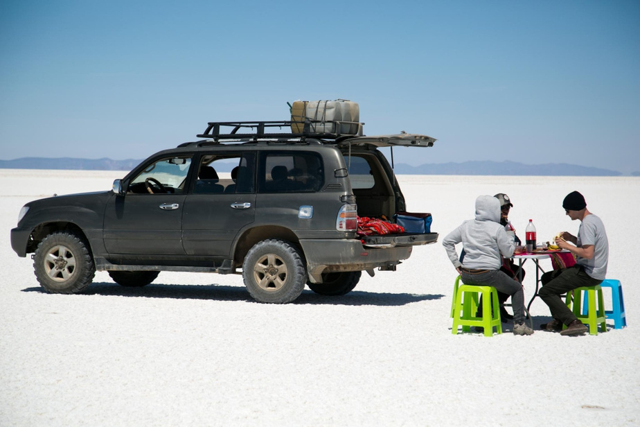 Dîner en plein désert avec les guides Diego et Maribel