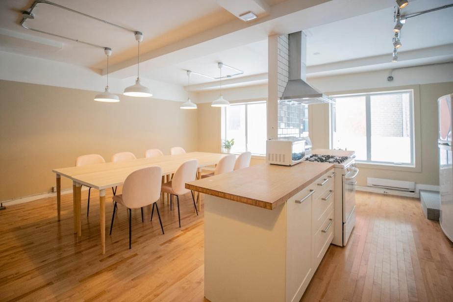 À l'arrière, un grand espace servira pour divers cours et ateliers.