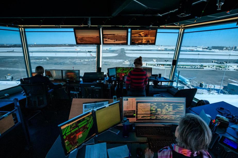 L'un des membres de l'équipe est chargé d'organiser tous les déplacements en fonction de l'horaire des vols, qui change constamment au cours de la journée. Une troisième personne s'occupe des communications avec les transporteurs, les manutentionnaires et l'aéroport.