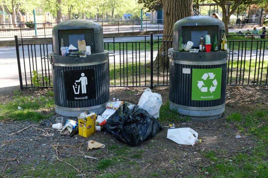 Des poubelles du parc La Fontaine, mardi