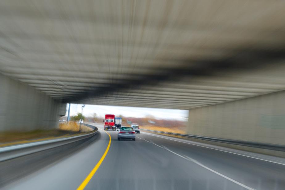 Le tunnel ferroviaire de la ligne de train Montréal-Mascouche sur l'autoroute640, en direction ouest, à Terrebonne