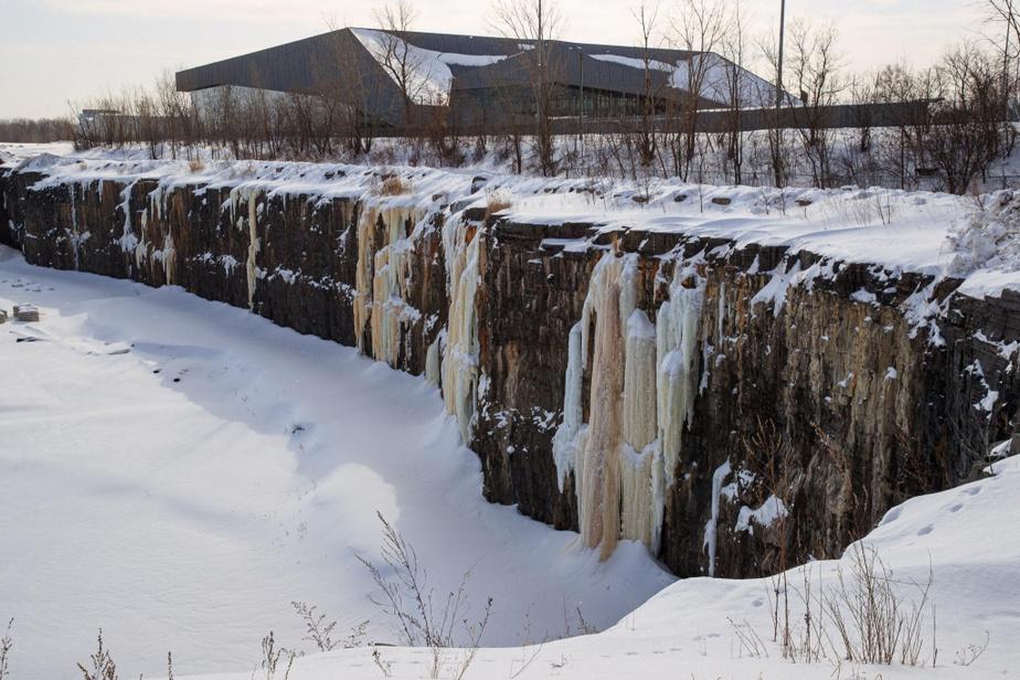 Les parois du coin nord-ouest de l'ancienne carrière Miron pourraient se prêter à l'escalade de glace.