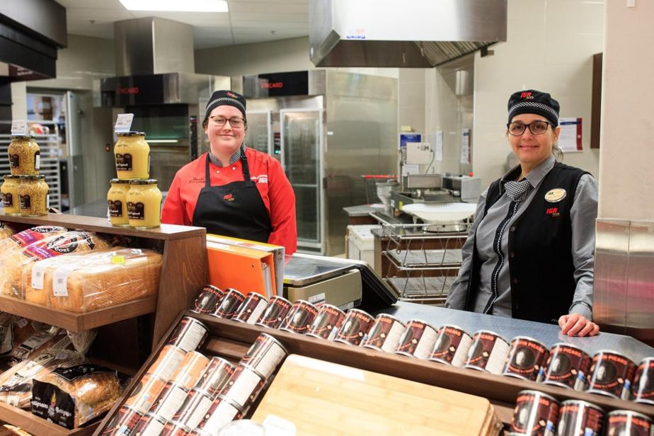 Nouvelles mesures sanitaires obligent, Marie-Soleil Côté, pâtissière, et Marie-Josée Lavoie, gérante du rayon de la boulangerie et de la pâtisserie, ont vuune partie de leur comptoir être fermée.