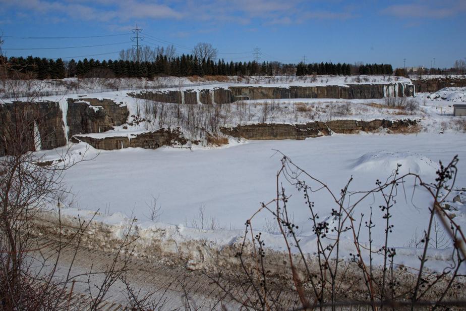 On trouve de la glace naturelle à l'ancienne carrière Miron, mais on pourrait englacer artificiellement les parois pour davantage de voies.