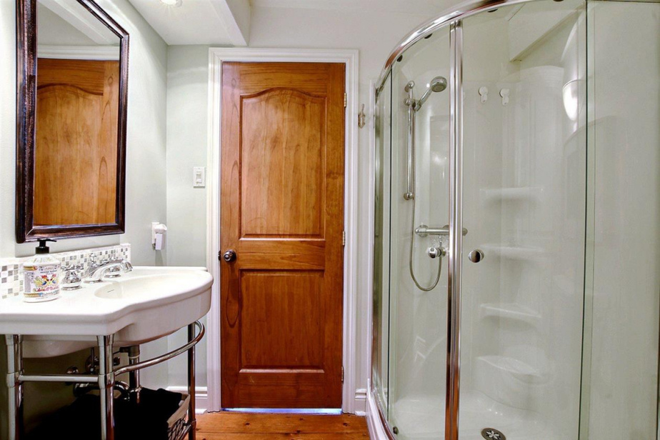 Deuxième salle de bains et salle de lavage