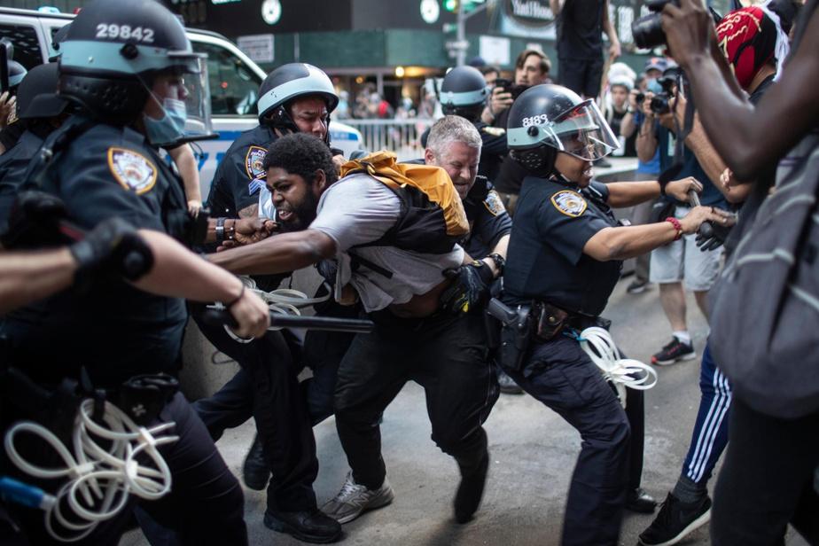 New York De violents incidents ont fait des blessés au sein des forces de l'ordre. Plus de 200personnes ont été arrêtées.