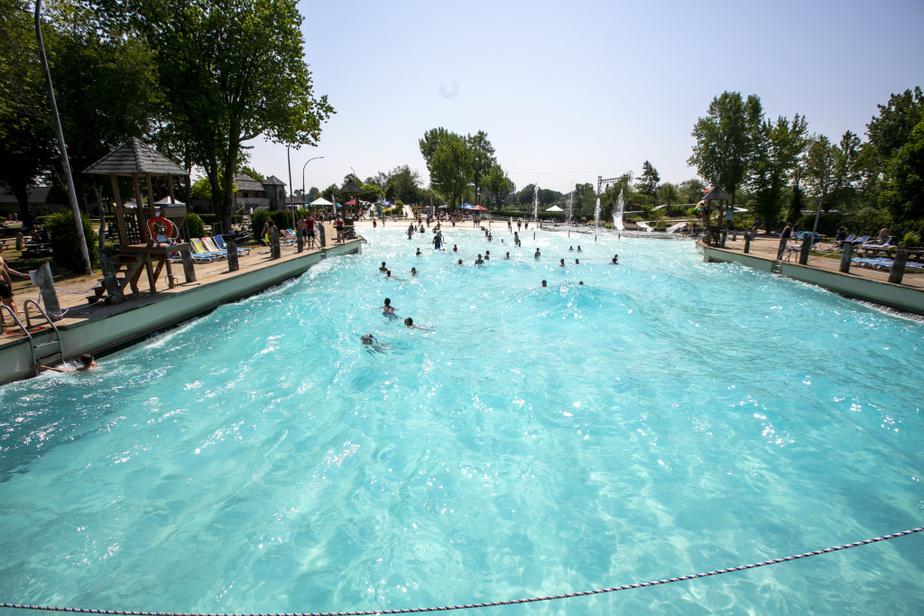 Un maximum d'une centaine de personnes peut profiter en même temps de la piscine à vagues.