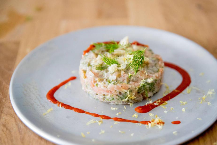Tartare de saumon, avec sa sauce d'inspiration française de Super Super.
