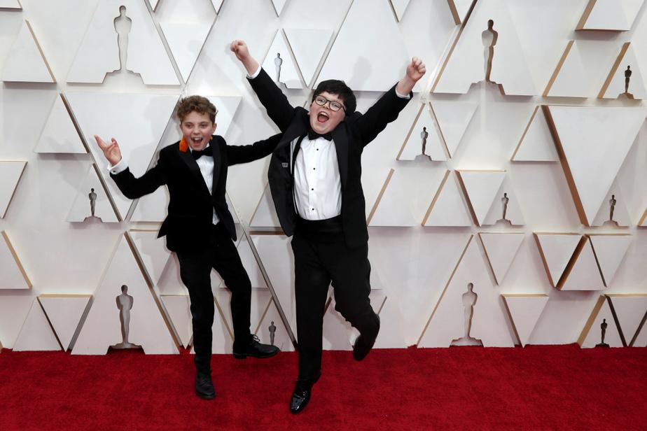 Comment ne pas craquer pour les jeunes acteurs Roman Griffin Davis et Archie Yates, du film Jojo Rabbit, avec leurs complets et nœuds papillon? Tropmignons!