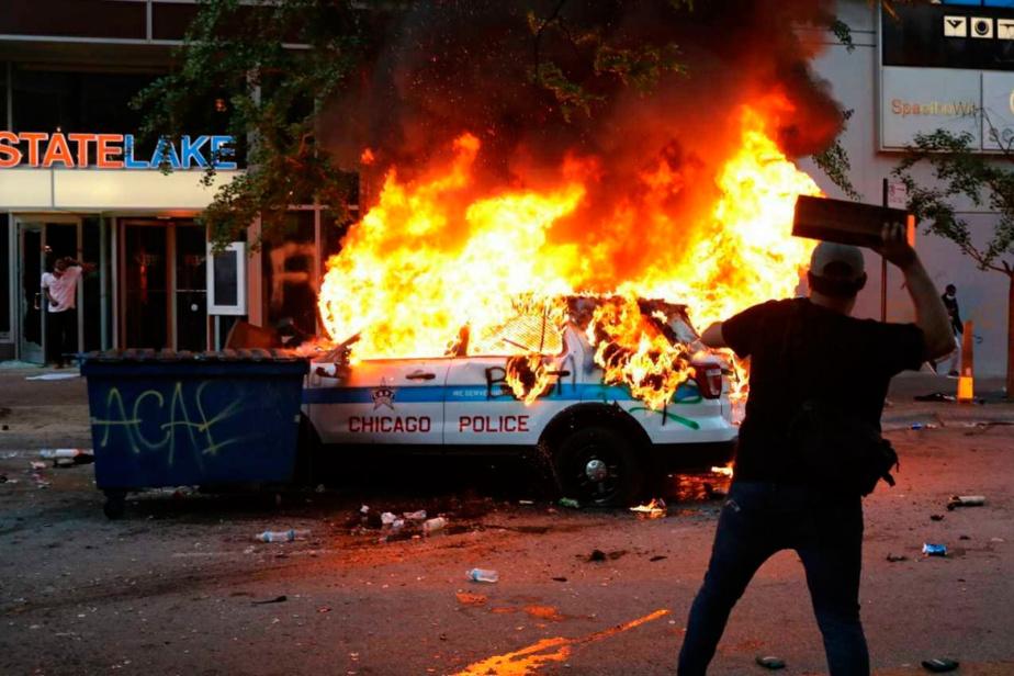 Chicago Des protestataires ont incendié des voitures de police et pillé des commerces.