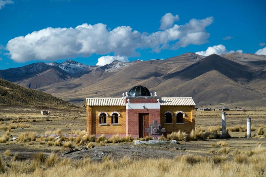 Les majestueux pics des Andes accompagnent le voyageur tout au long de son périple entre La Paz et Uyuni.