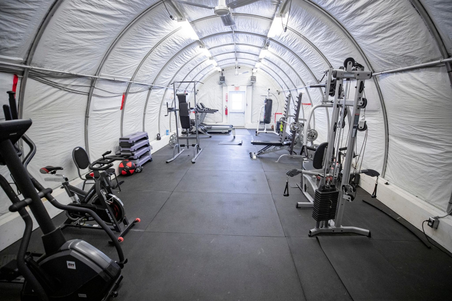 La salle d'entraînement est installée dans un ancien abri de camp d'exploration. Elle est chauffée, bien sûr.