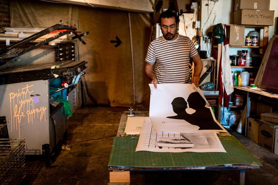 La sérigraphie est un processus artisanal qui permet de produire des images de grande qualité... mais qui demande un travail minutieux et assezlong.