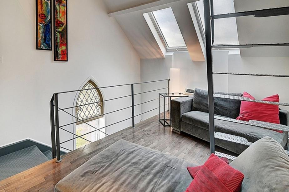 Ce petit appartement est aménagé sur trois niveaux.