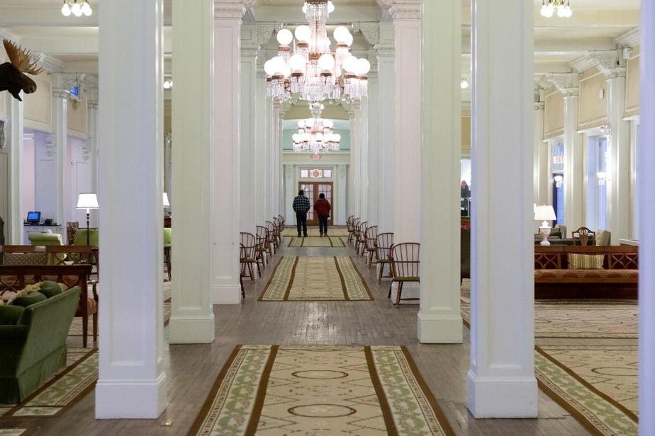 Révolutionnaire «Quand JosephStickney a construit cet hôtel, il voulait qu'il soit le plus opulent de tous», nous a dit CraigClemmer, directeur du marketing de l'hôtel. On le remarque aussitôt en levant la tête vers les magnifiques lustres Tiffany originaux, mais c'est aussi fascinant de savoir que l'hôtel disposait non seulement de salles de bains dans chacune des chambres, mais aussi d'un réseau de gicleurs et d'un système électrique complet. «C'était révolutionnaire pour l'époque, a indiqué M.Clemmer. D'ailleurs, c'est ThomasEdison lui-même qui a inauguré le système d'éclairage électrique lors de l'ouverture officielle de l'hôtel.»