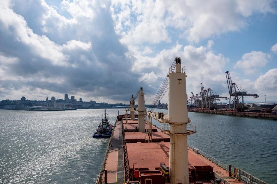 Le Federal Oshima fait son entrée dans le port de Québec, où il chargera de la poudre de nickel à livrer aux installations de Glencore à Kristiansand, en Norvège.