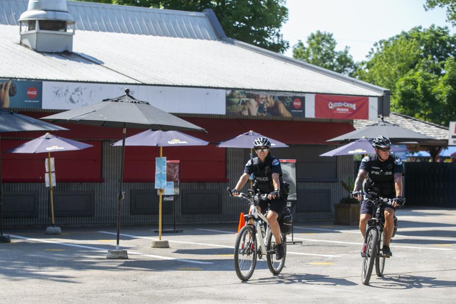 Les policiers du Lac des Deux-Montagnes ont inclus leSuperAqua Club dans leur ronde quotidienne.