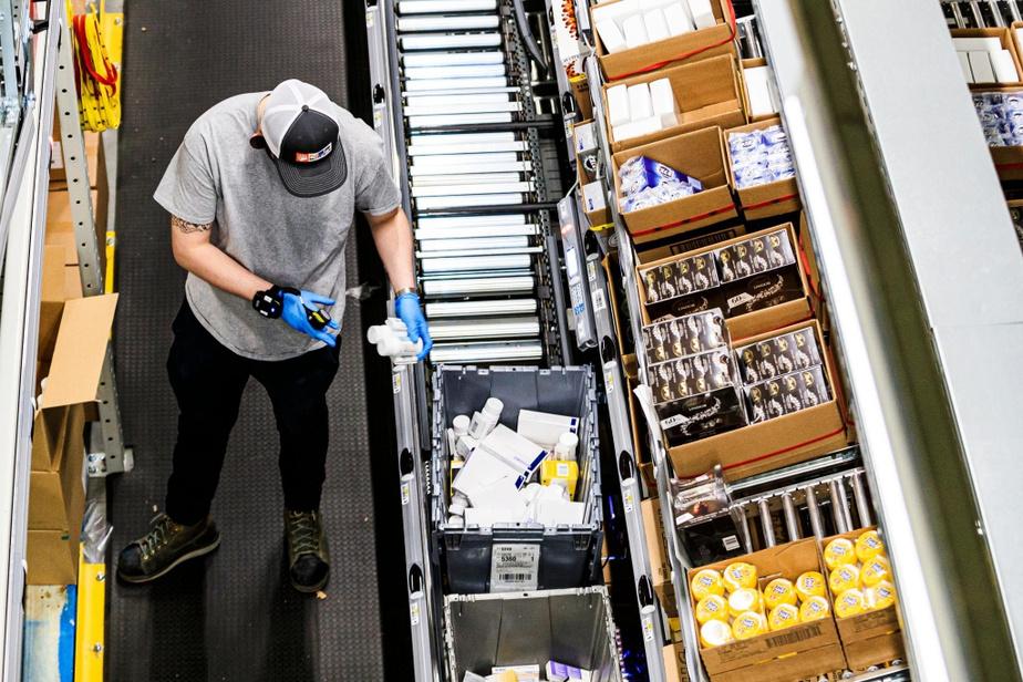 Les distributeurs livrent des médicaments d'ordonnance, mais aussi des médicaments en vente libre, des cosmétiques et des produits ménagers.