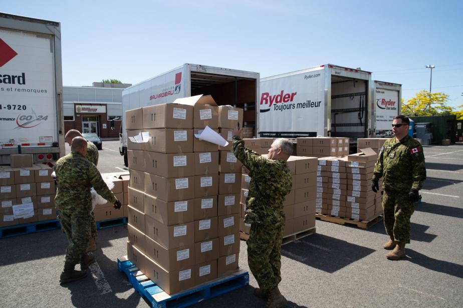 Une quinzaine de militaires gèrent les commandes et les livraisons d'équipement.
