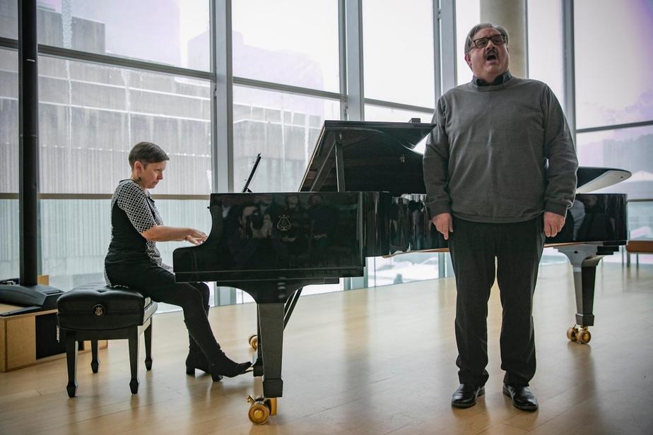 Marc Hervieux «Beaucoup de ceux qui ont étudié au Conservatoire disent que ç'a été les plus belles années de leur vie, dit Marc Hervieux, diplômé en 2007. Moi aussi. Je me considère privilégié d'avoir étudié dans ce milieu tellement stimulant.» Avant d'interpréter Le vaisseau d'or, qu'il chante dans l'opéra Nelligan,présenté cet hiver au TNM, le ténor québécois a raconté qu'à son arrivée au Conservatoire, à 23ans, même s'il savait chanter, il ne lisait pas du tout la musique. «Je ne savais pas comment on prenait les notes pour les mettre sur une feuille. Je l'ai appris.»