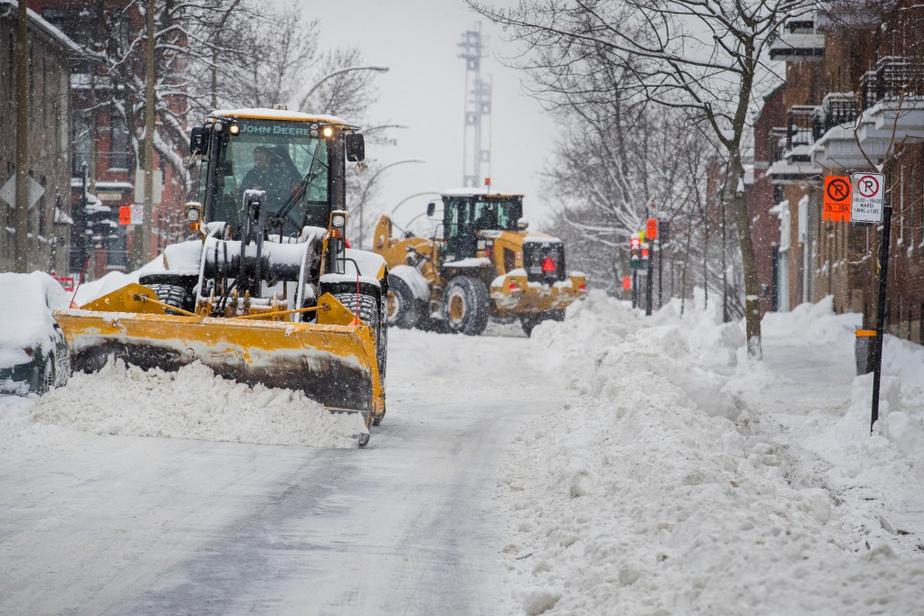 En fin d'après-midi lundi, près du tiers du chargement de la neige était fait à Montréal. «Nos opérations de chargement de la neige allaient très bien», a indiqué lundi en matinée la mairesse de Montréal, ValériePlante.