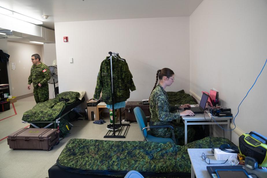 Surnommée «l'acheteuse», la soldate Jessica Graham-Jolivet s'occupe des commandes destinées aux soldats déployés sur le terrain.