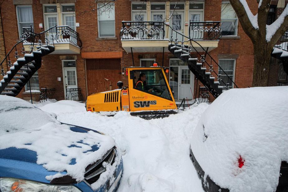 «Avec la nouvelle bordée, on a décidé de ralentir le chargement pour dégager les rues, nos trottoirs. Nous sommes bons avec la neige. Nous devrions être corrects», a ajouté la mairesse.