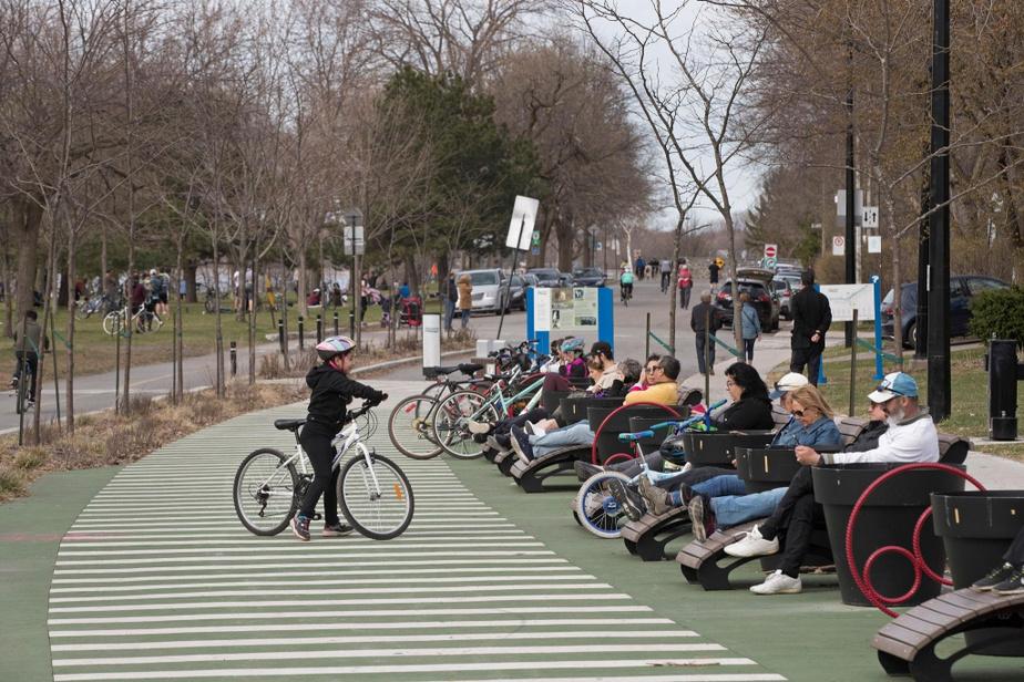 La mairesse, Valérie Plante, a aussi invité à maintes reprises cette semaine les Montréalais à porter un couvre-visage lorsque lerespect des deux mètres n'est pas possible.