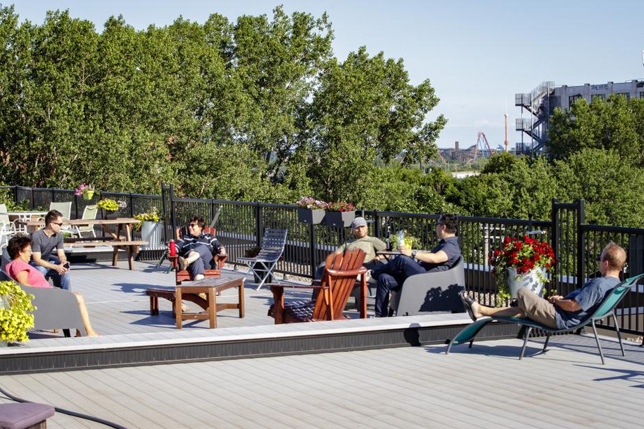 Les 5 à 7 sur la terrasse commune de l'Usine51 peuvent attirer jusqu'à une quinzaine de résidants.
