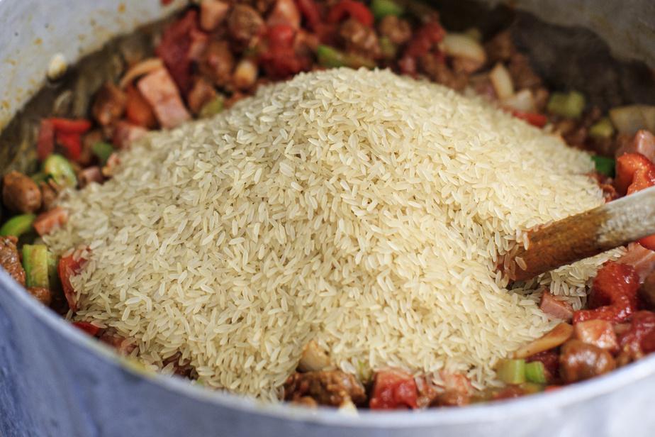 Ajouter le riz et mélanger.