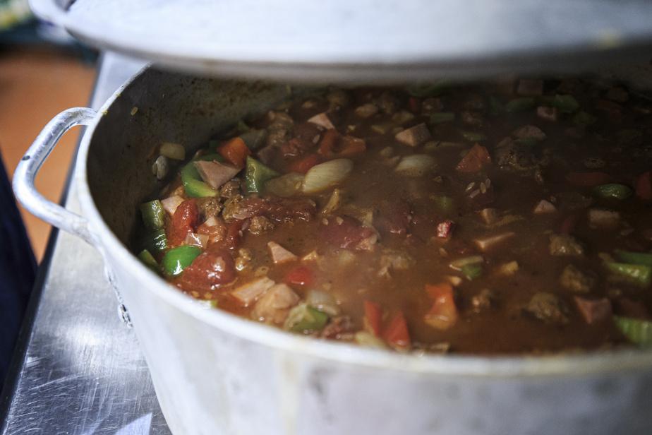 Lorsque le mélange arrive à ébullition, couvrir et placer la casserole au four pour une trentaine de minutes.