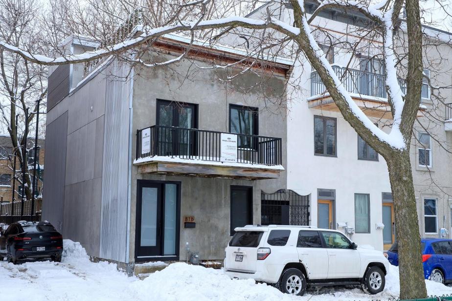 De l'extérieur, cet ancien duplex converti en cottage ne paie pas de mine.