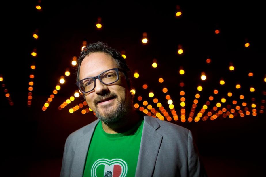 Rafael Lozano-Hemmer, en 2014, à l'occasion du lancement de son installation Pulse Room, au MAC, à Montréal.