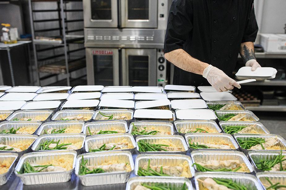 Au menu mercredi: souvlaki, riz pilaf et haricots verts.