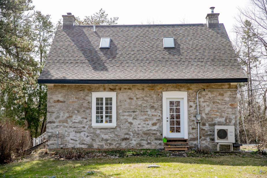 Les deux copropriétaires ont fait ouvrir une porte sur la façade arrière de la maison, à l'emplacement d'une ancienne fenêtre.