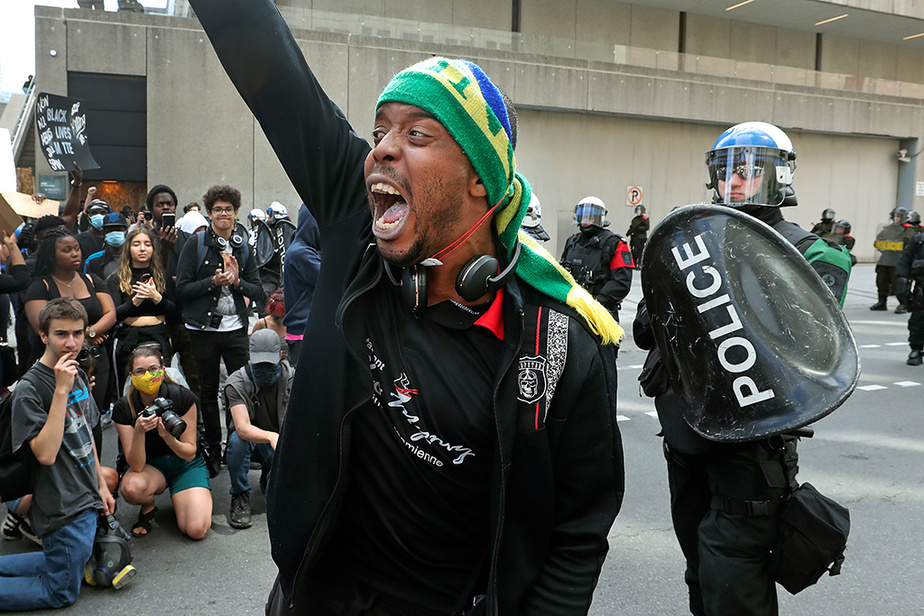 Des manifestants ont marché pour dénoncer le racisme et la brutalité policière dimanche dernier au centre-ville de Montréal.
