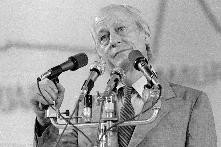 René Lévesque, pendant son discours de défaite
