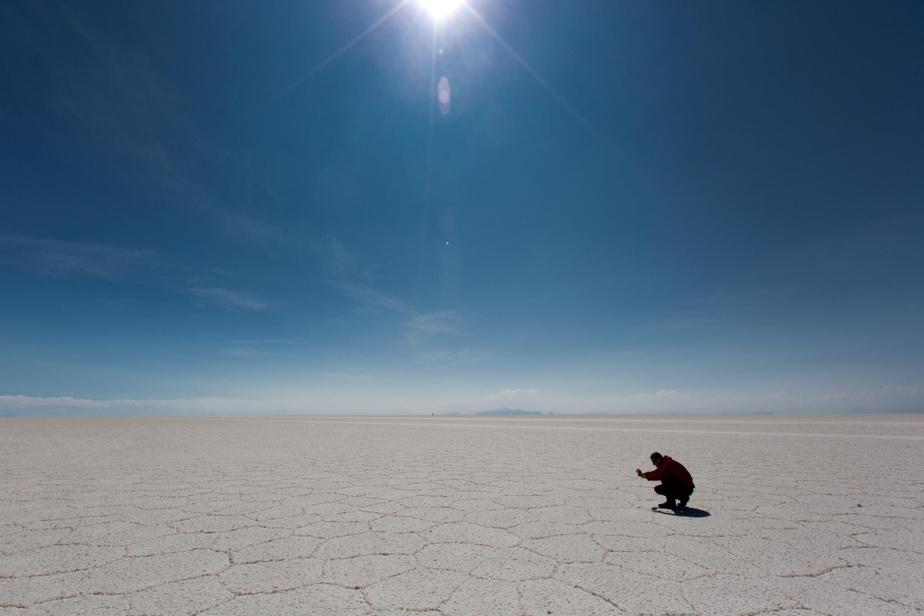 Les formes géométriques du désert de sel d'Uyuni sont surprenantes.
