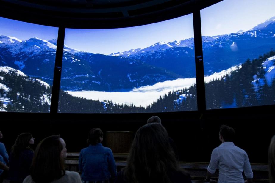 Le film en 360degrés Canada Far and Wide est présenté au pavillon canadien depuis le 17janvier. Il présente de toutes nouvelles séquences, une nouvelle trame sonore et une nouvelle narration assurée par les acteurs canadiens Catherine O'Hara etEugene Levy.