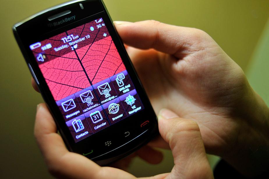 En novembre 2009, BlackBerry présente son Storm2, un téléphone doté d'un écran tactile destiné à concurrencer l'iPhone lancé deux ans plus tôt.