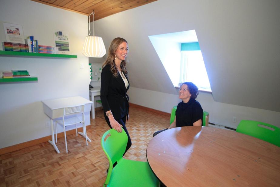 Sophie et Élise Boyer sont heureuses de voir que la maison où elles ont grandi reprend vie et contribuera à améliorer l'avenir de plusieurs enfants.